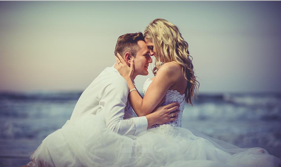 Fotografia ślubna Piotrków Trybunalski - sesja plenerowa nad morzem